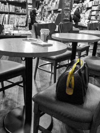 Illustration: bag at a cafeteria. Original photo from twitter account of Kaname147