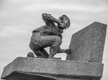 Illustration: monument to the Dutch boy in Harlingen, originally created in 1960 for a Bert Haanstra film, then donated to Harlingen.