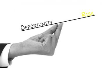 אילוסטרציה: איזון בין סיכון והזדמנות